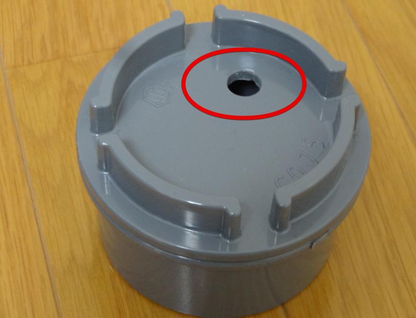 テニスボール保圧容器 掃除口の穴をあける